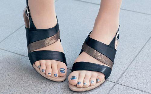 Шеллак на ногах
