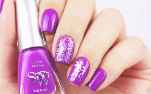 Фиолетовый шеллак на ногти
