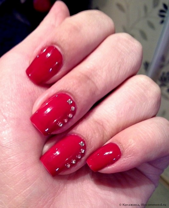 Красные ногти шеллак с дизайном