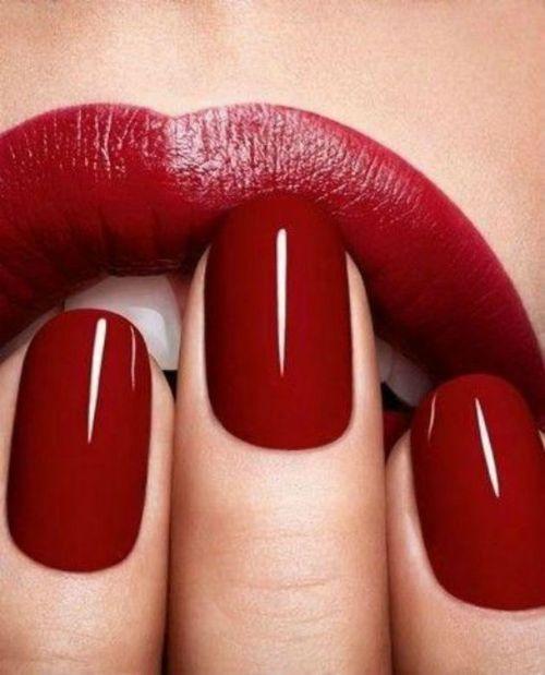 Дизайн ногтей с красными губами