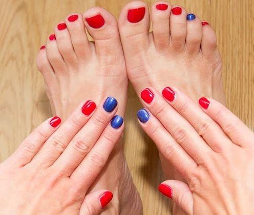 Фото ногтей красные с синим