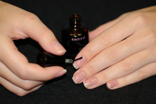 Покрытие ногтей базовым слоем