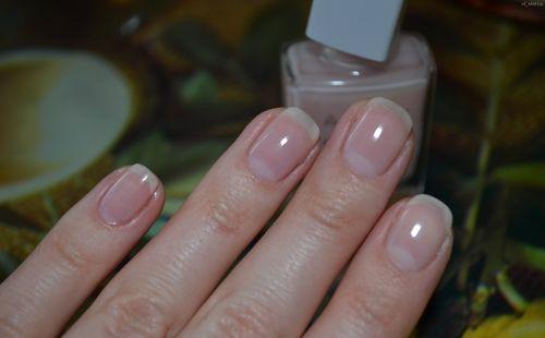 Обработка ногтей базовым покрытием