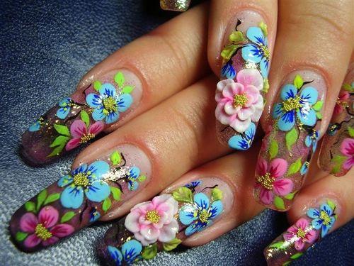 Цветочный узор на ногтях