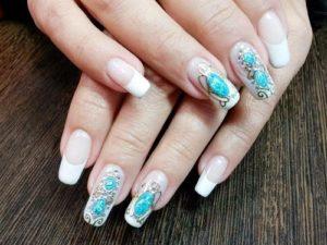 Праздничный дизайн ногтей жидкие камни